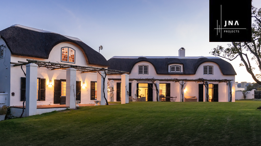 De Mond Historic Thatched Roof House in Hermanus